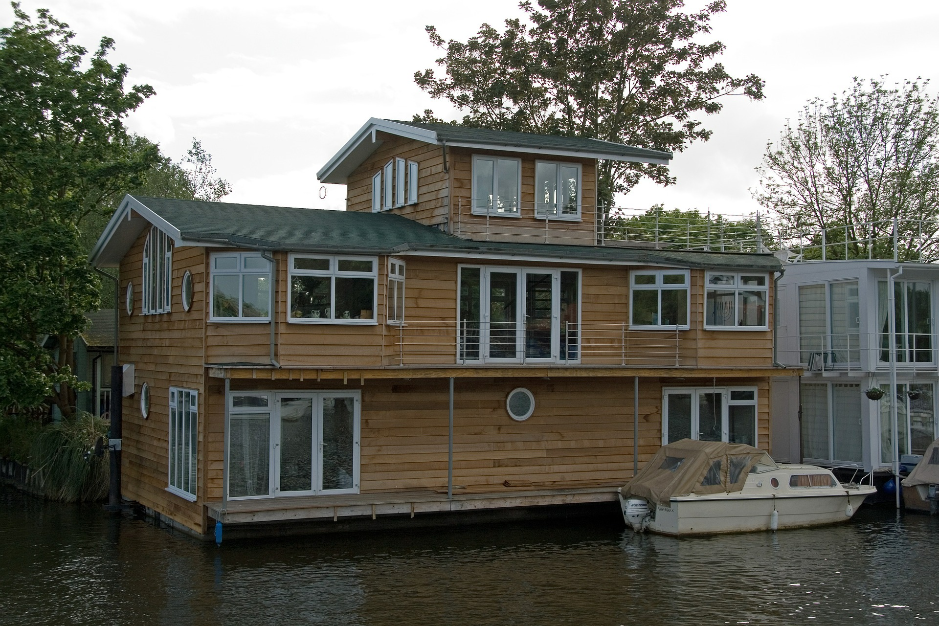 Houseboat-Security-Cameras